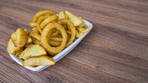 food onion rings plate snack
